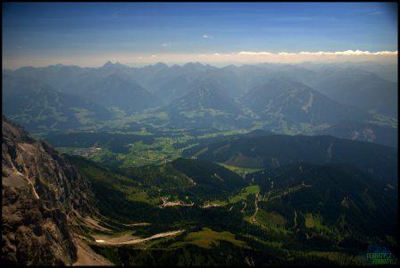 Dachstein - pohled z vrcholu směrem k horské silnici