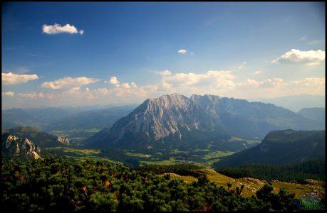 Pohled z vrcholu na okolní hory