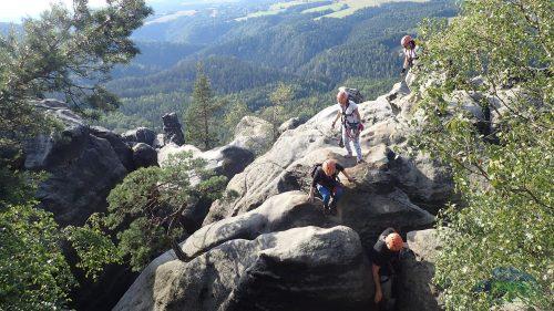 Häntzschelstiege - z vrcholu k lesní cestě