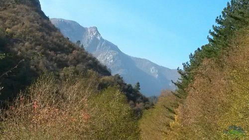 Konečně jsme opět na silnici a vidíme to z jiného úhlu - Via ferrata degli Artisti