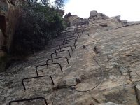 Via ferrata Shelter Rock - vrcholová deska s kramlemi.