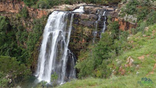 Lisbon Falls který má 90 metrů