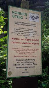 Informační tabule u ferraty Nonnensteig