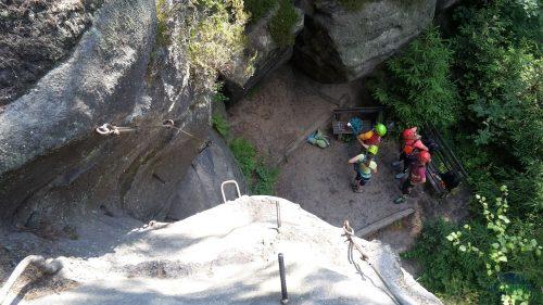 Pod námi se připravují začátečnice pod vedením horského vůdce